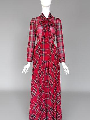 Длинное клечатое платье