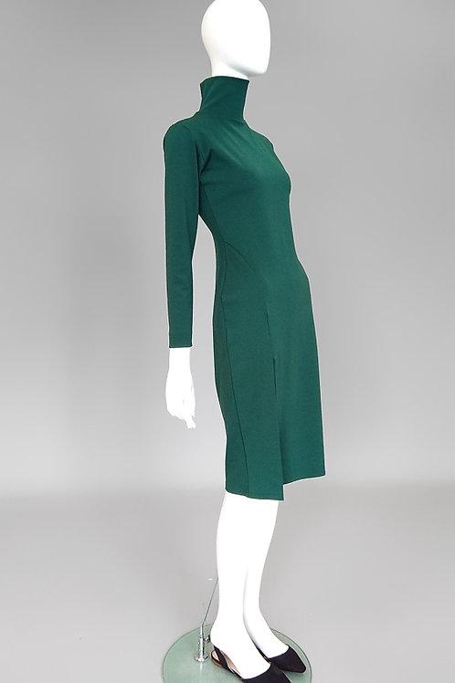 Трикотажное платье с воротником стойка и разрезом