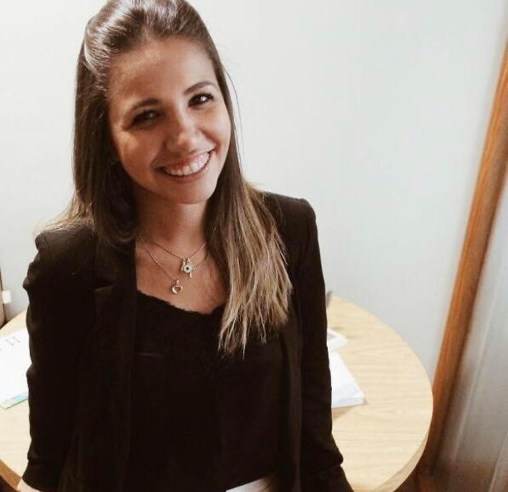 Katiúscia Gomes Nunes Psicóloga – CRP 07/22809  Especialista em Psicoterapia Cognitivo-Comportamental - IWP  Especialista em Neuropsicologia - UFRGS  Formação em Reabiliatação Neuropsicológica - HCFMUSP  Mestre em Psiquiatria e Ciências do Comportamento - UFRGS