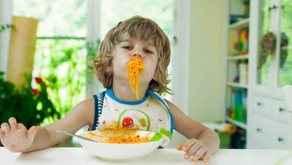 Our Parent's Guide to Introducing Good Mealtime Table Manners