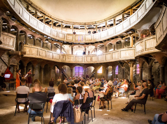 Academia Ars Augusta in Zeliszow.jpg
