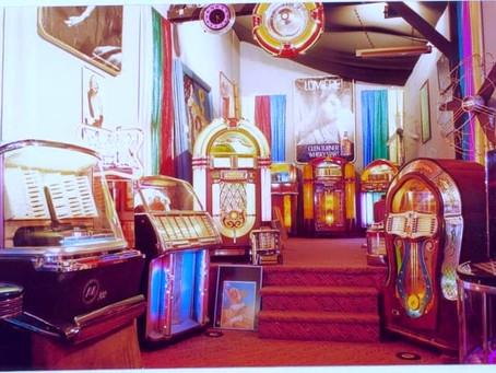 Jukebox moderne chez Arts & Memories, le spécialiste du Jukebox ancien.
