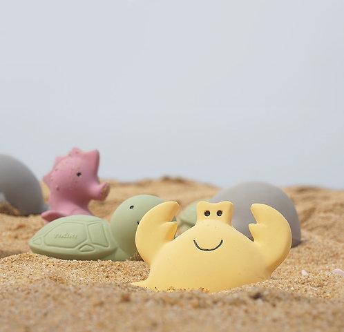 Prírodná hračka do vody a hryzátko Tikiri Ocean Buddies / rôzne zvieratká