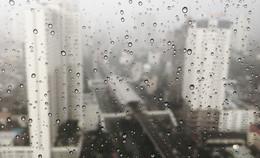Gouttelettes sur la fenêtre - photographie argentique