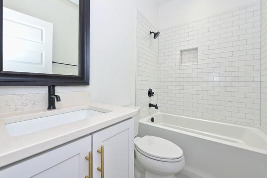 33-Bathroom.jpg