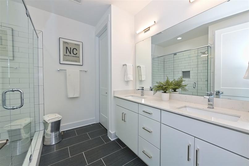 40-Master Bathroom.jpg