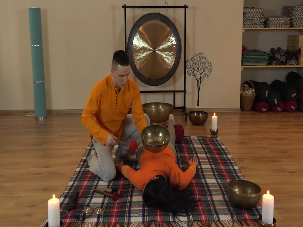 контактный массаж поющими чашами