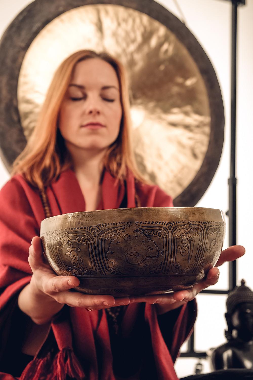 Поющие чаши из Непала славятся своим превосходным качеством и изысканной гравировкой.