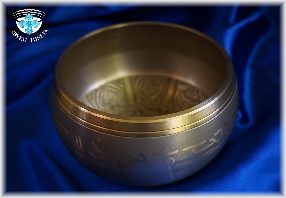 Пример литой  поющей чаши. Гладкие и ровные стенки поющей чаши. Производятся в Китае, Индии, Непале.
