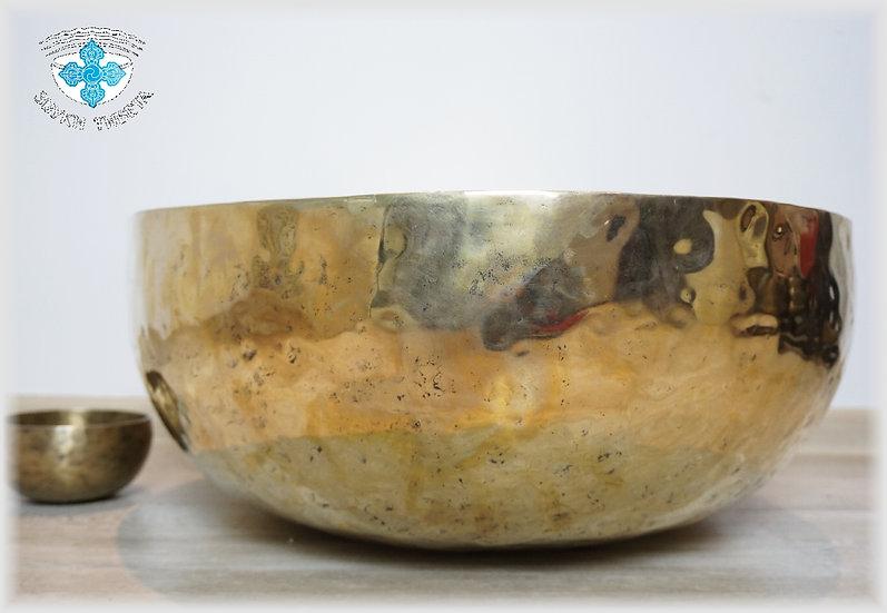 ОГРОМНАЯ Тибетская Поющая Чаша – кованая - 60 см. - 140 Гц. нота До диез.