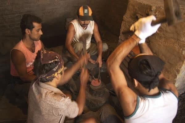 Процесс изготовления кованной поющей чаши может варьироваться по  процессам и этапам.