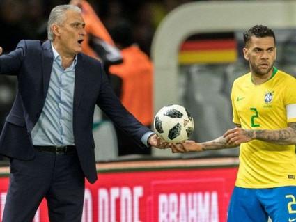 Daniel Alves substitui Neymar