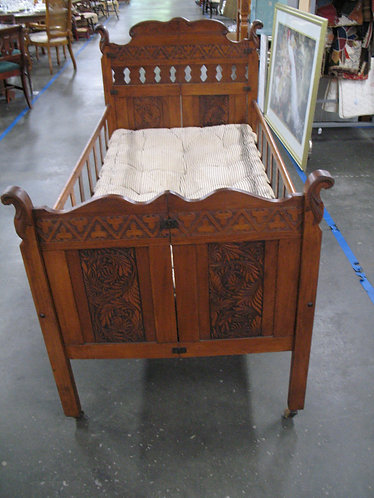 Antique Victorian Drop Side Toddler Day Bed