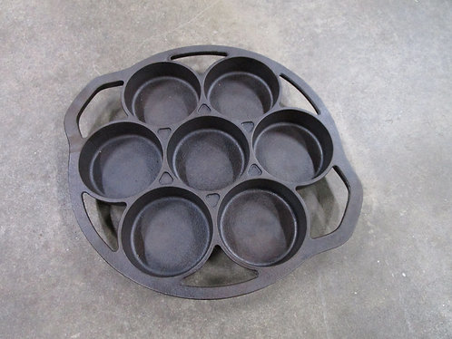 Vintage Lodge 7 B2 7 Slot Cast Iron Biscuit Cornbread Baking Pan