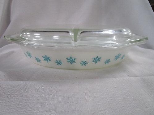 Pyrex Aqua Snowflake 1.5 Quart Divided Casserole Dish with Glass Lid