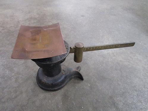 Antique Howe Mercantile Cast Iron Split Tail 16 Ounce Scale