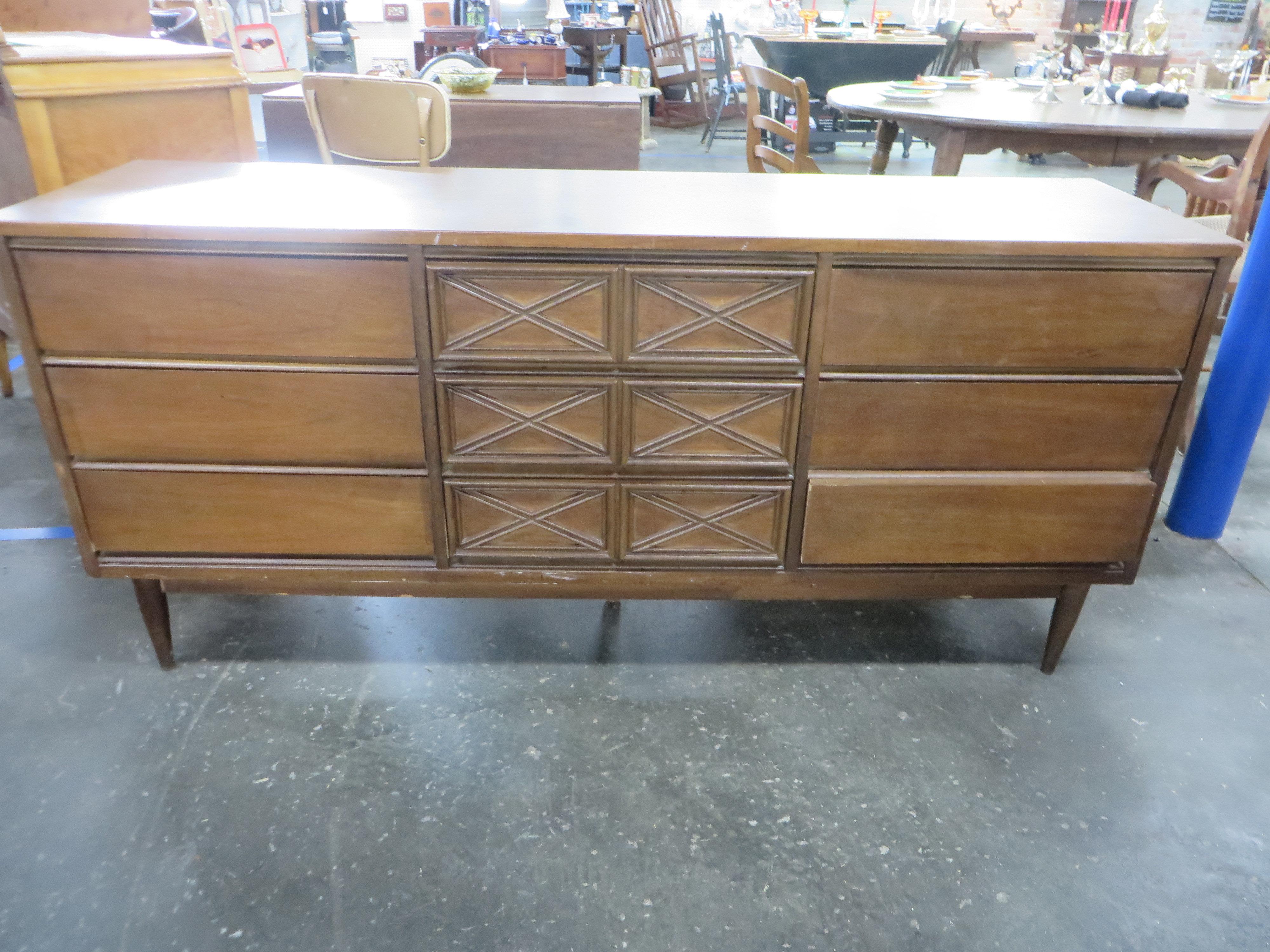 Vintage Bassett Furniture Mid Century 9 Drawer Dresser Credenza