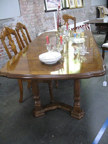 Vintage Universal Furniture Co. Dining Table with Two Leaves