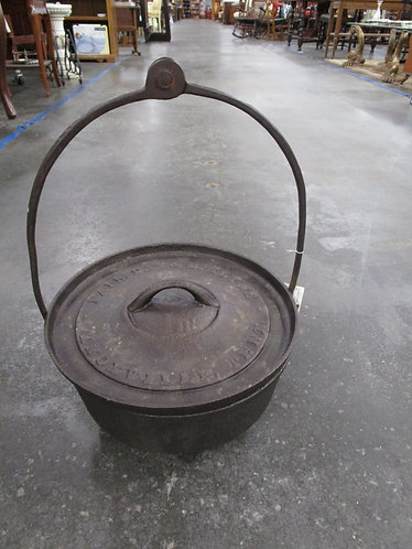 Vintage Fair, Day & D. Klyne #12 Cast Iron Camp Oven With Lid and Forged Bale Ha