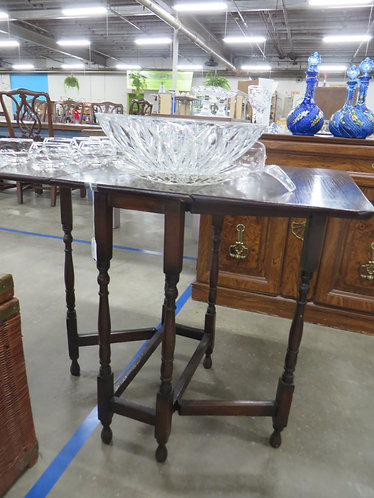 Vintage Cherry Drop Leaf Side Table with Carved Legs