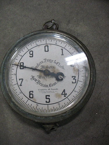 "Antique ""Landers, Frary & Clark Makers"" 30 Pound Capacity Scale Face"