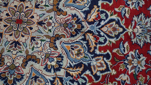 Isfahan Traditional Floral Rug, Made in Iran