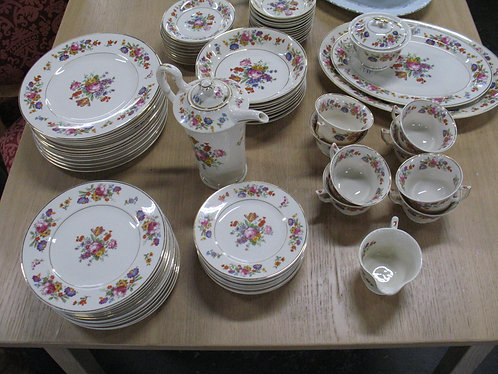Vintage Old Ivory Syracuse China Made in USA Service for 8 plus extras