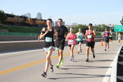 runners on course.jpg