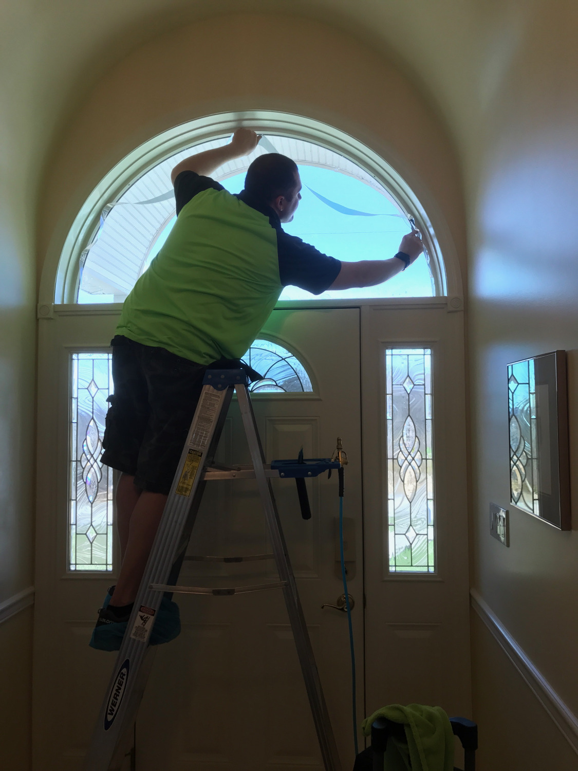 Tinting arch window in house
