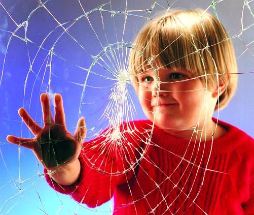Children hurt by broken glass