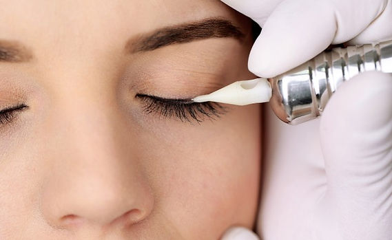 permanent-makeup-eyeliner-or-eyebrow-5-5779432-regular.jpg