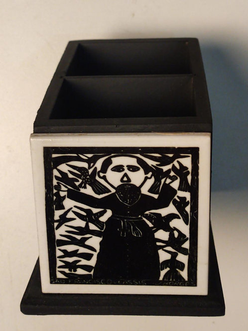 Porta Canetas com xilogravura do mestre J Borges com 02 compartimentos
