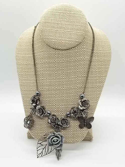 Gray Metal Roses Necklace