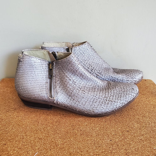 Matisse Textured Silver Ankle Boots - size 6M
