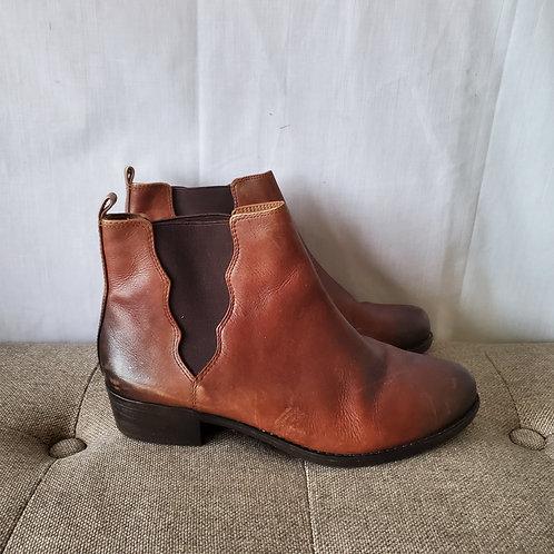 Nurture Leather Chelsea Boots - size 10M