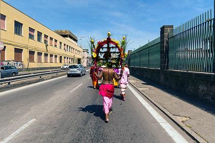 Devoto durante la festa religiosa del Cavadee