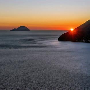 Salina, Alicudi e Filicudi al tramonto dall'isola di Lipari