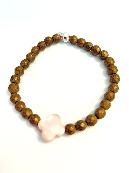 Bracelet en hématite cuivrée matte trèfle nacre