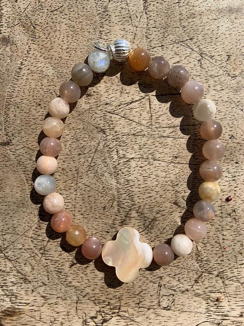 Bracelet en pierre de lune trèfle en nacre