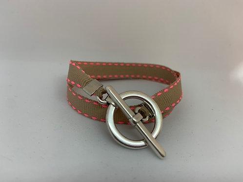Bracelet ruban beige surpiqué rose