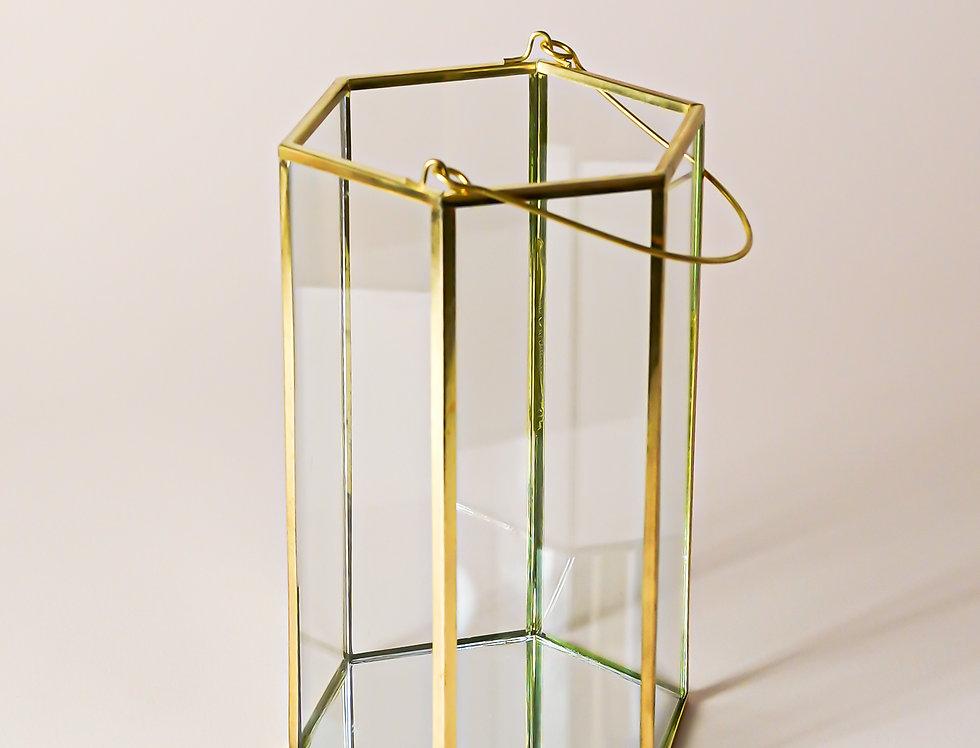 Skleněná lucerna se zlatými detaily