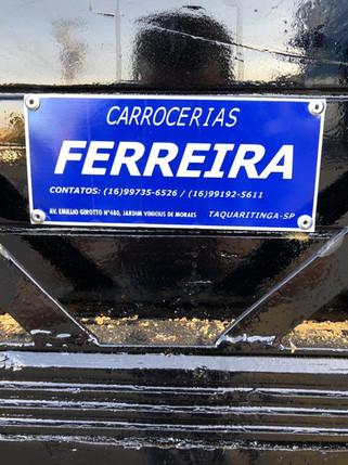 CARROCERIASFERREIRA.COM.BR.placa.jpg