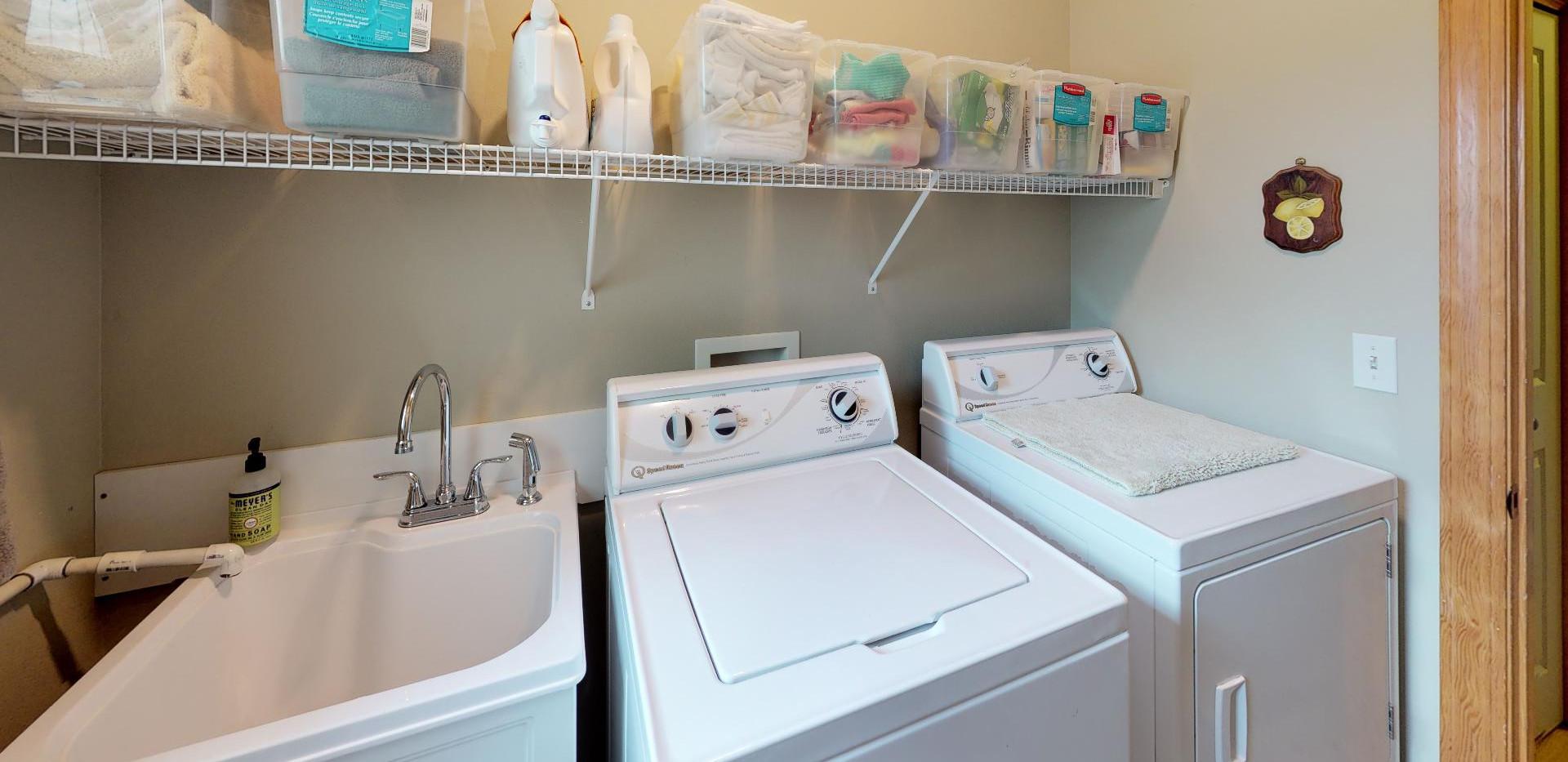 KFr8RyMwd2q - Laundry.jpg