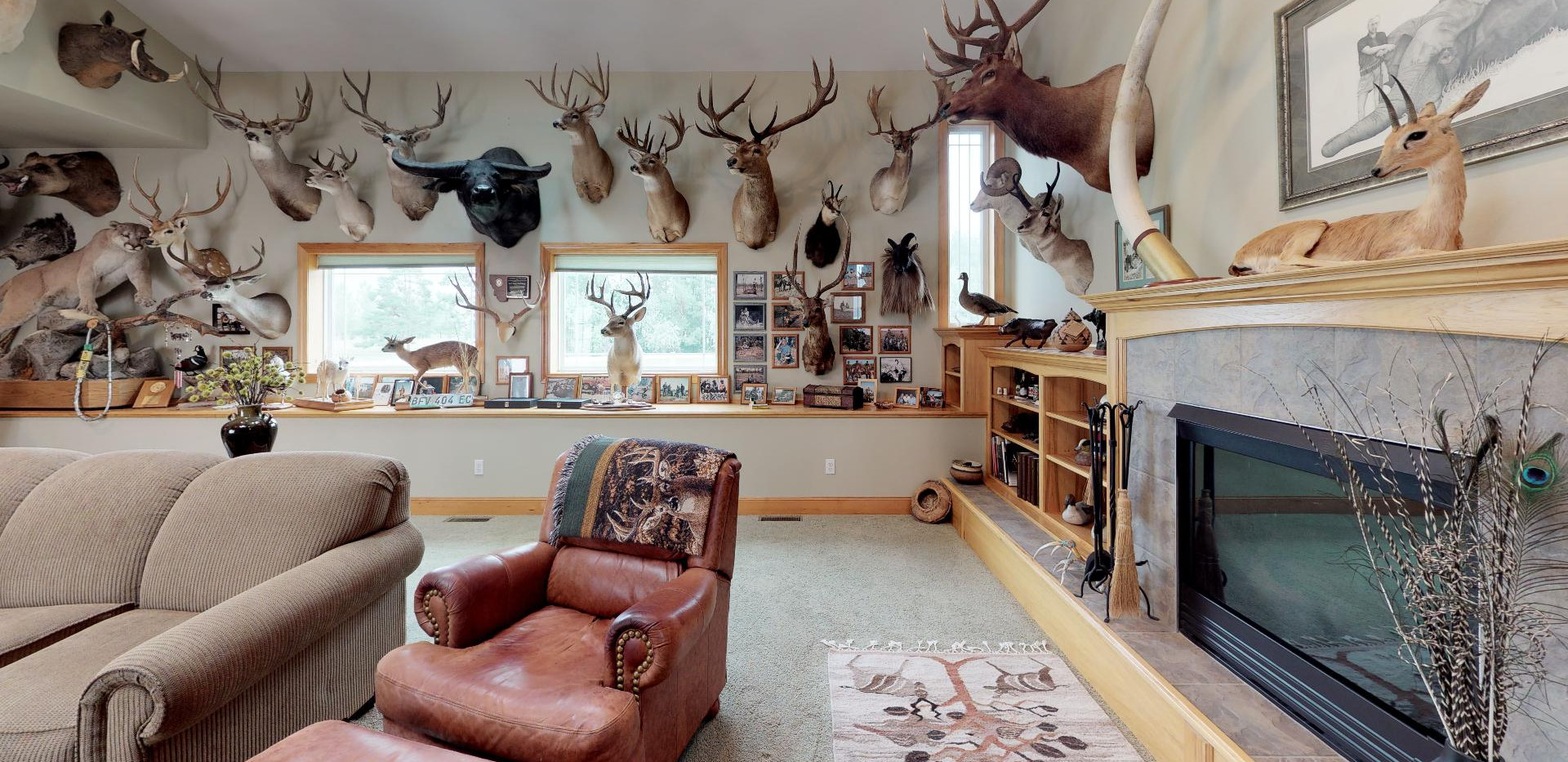 KFr8RyMwd2q - Living Room.jpg