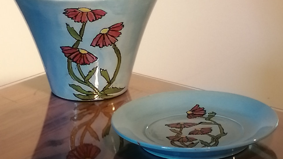 Flower pot cover with matching saucer
