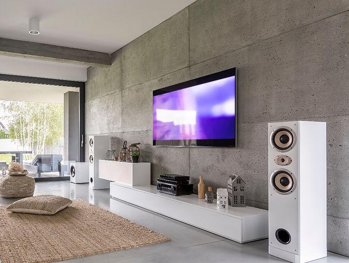 tv-living-room-with-window-PZW2TQD_edite
