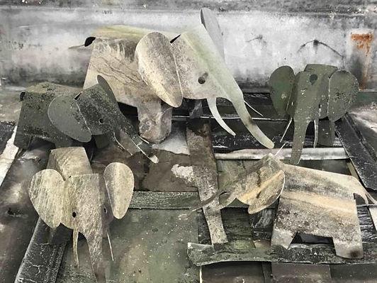 Famille-Elephant-sur-zinc-600x450.jpg