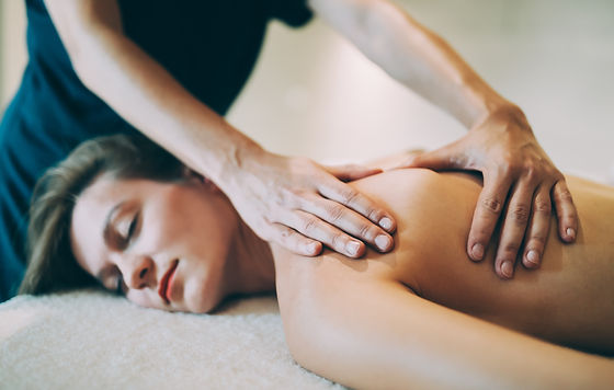 stress-relieving-massage-by-therapist-SX