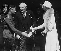 Prince Edward meetig Willam Donald Ross and his wife.