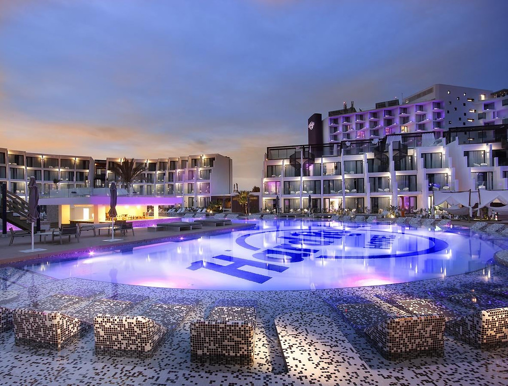 un séjour U-Trip / WeTrip est un séjour haut de gamme, de 3 à 5 nuits environ,  dans un hôtel 4 étoiles ou 5 étoiles